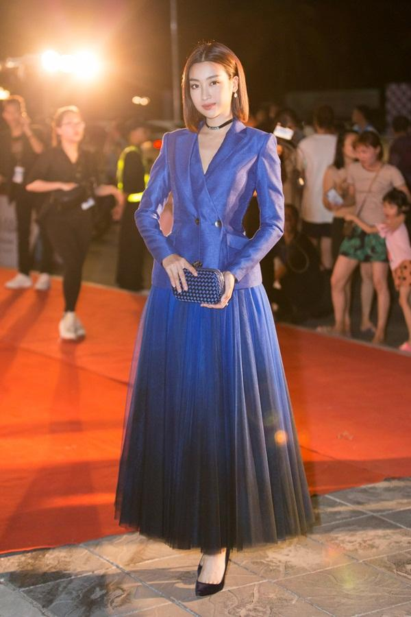 Tiểu Vy tỏa sáng như nữ thần trên thảm đỏ nhưng Mai Phương Thúy lại hút mắt hơn với thời trang menswear-5