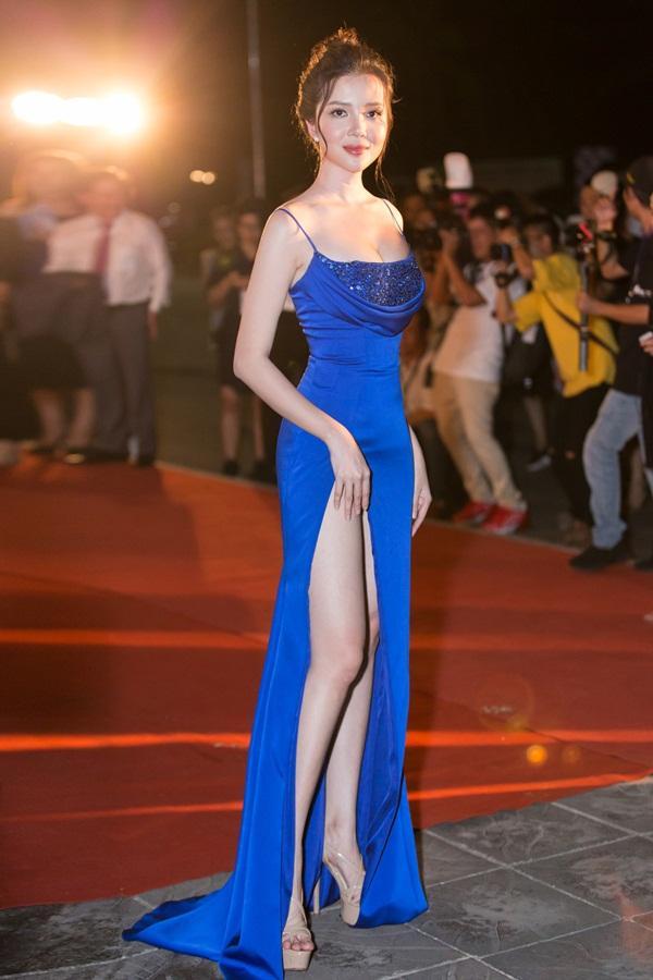 Tiểu Vy tỏa sáng như nữ thần trên thảm đỏ nhưng Mai Phương Thúy lại hút mắt hơn với thời trang menswear-12