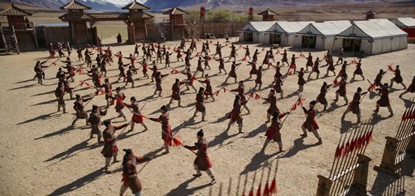 Disney tung trailer Hoa Mộc Lan: Lưu Diệc Phi lại bị chê cười vì diễn dở, mặt đơ-4