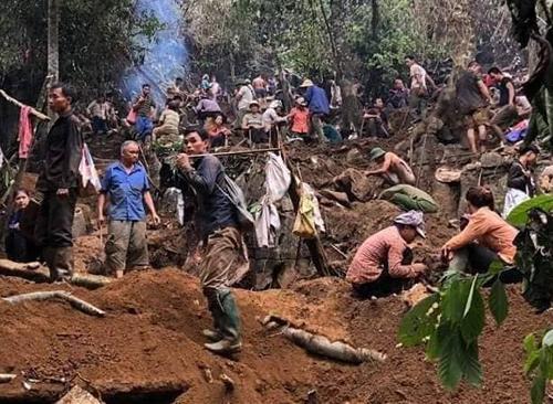 Nghìn người đổ xô lên núi vì tin đồn đào được đá quý trị giá 5 tỷ đồng-1