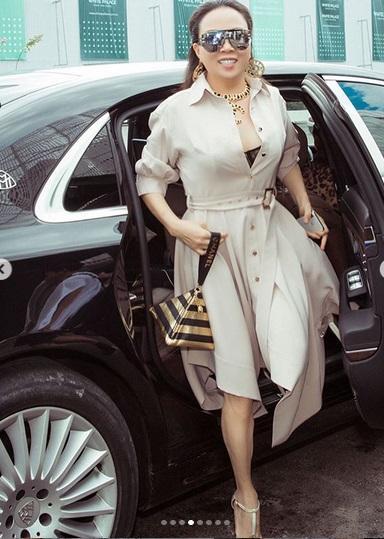 Ngoài phong cách thời trang hiếm khi đẹp, Phượng Chanel lại bị soi cách xuống xe kém sang-7