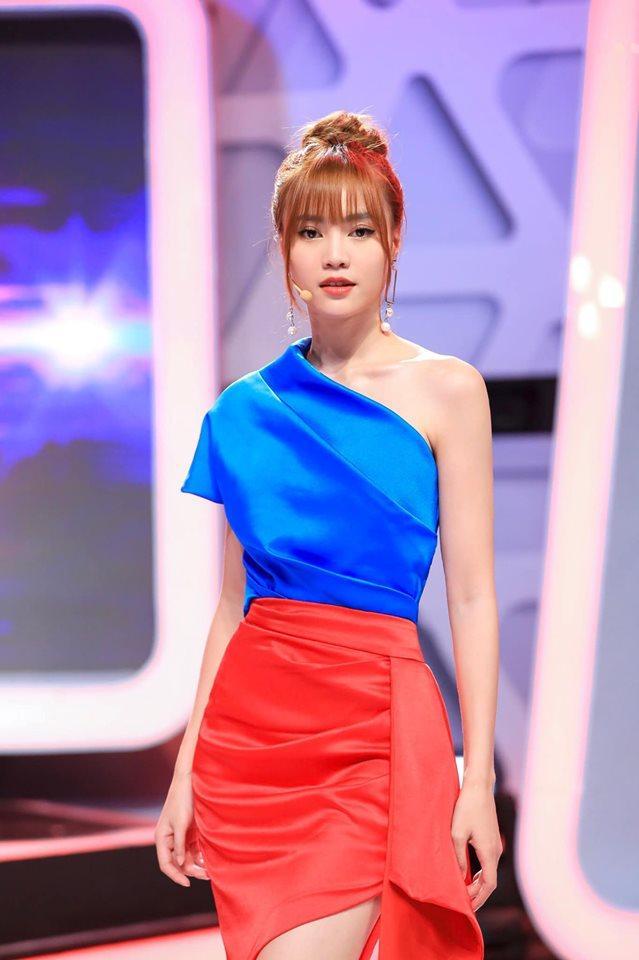 Bóc giá túi, giày hiệu đẹp và trendy được Ninh Dương Lan Ngọc khoe trong nhà tắm-1
