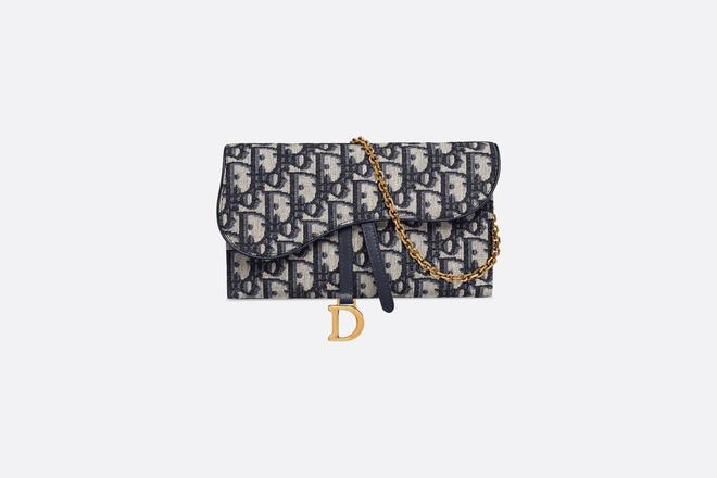 Bóc giá túi, giày hiệu đẹp và trendy được Ninh Dương Lan Ngọc khoe trong nhà tắm-3