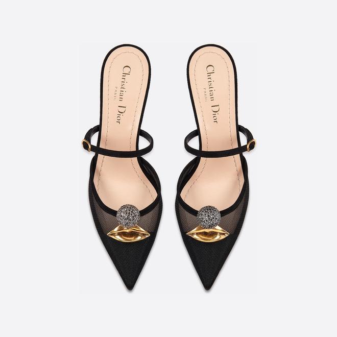 Bóc giá túi, giày hiệu đẹp và trendy được Ninh Dương Lan Ngọc khoe trong nhà tắm-6