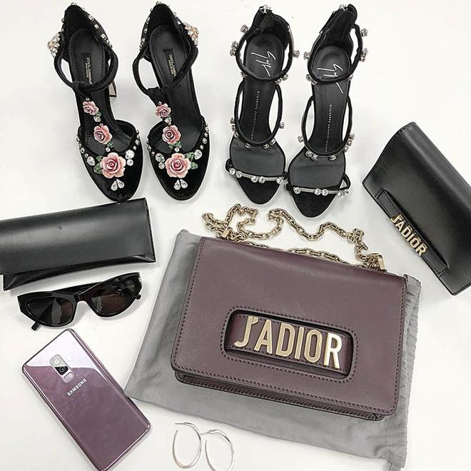 Bóc giá túi, giày hiệu đẹp và trendy được Ninh Dương Lan Ngọc khoe trong nhà tắm-9