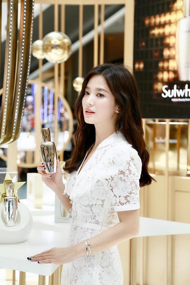 Nụ cười rạng rỡ hiếm hoi của Song Hye Kyo sau khi bị Song Joong Ki đánh úp việc ly hôn-4