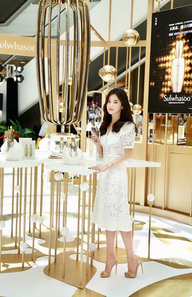 Nụ cười rạng rỡ hiếm hoi của Song Hye Kyo sau khi bị Song Joong Ki đánh úp việc ly hôn-5