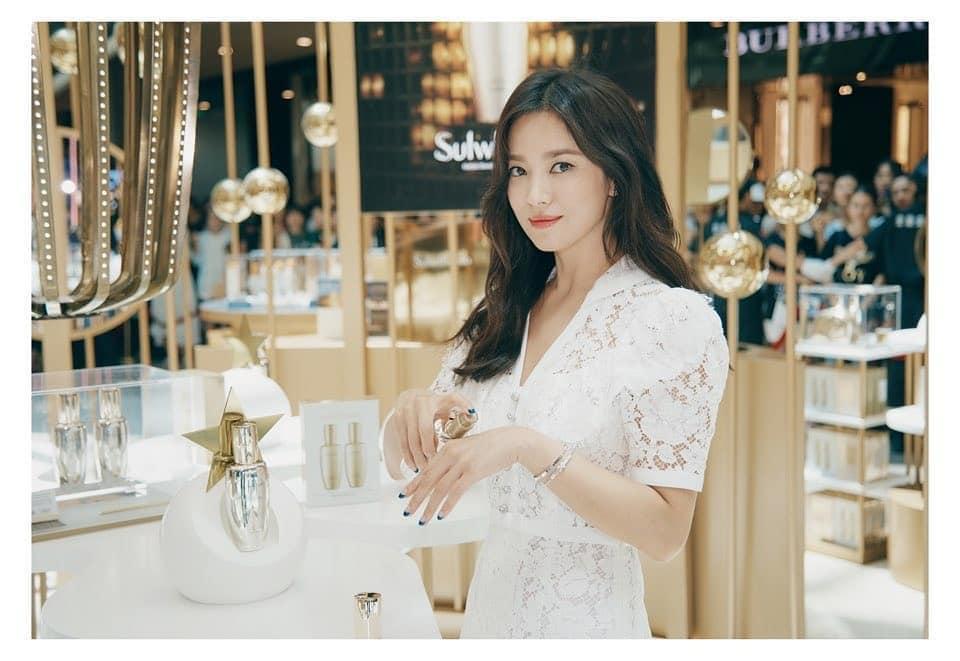 Nụ cười rạng rỡ hiếm hoi của Song Hye Kyo sau khi bị Song Joong Ki đánh úp việc ly hôn-6
