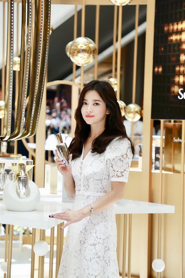 Nụ cười rạng rỡ hiếm hoi của Song Hye Kyo sau khi bị Song Joong Ki đánh úp việc ly hôn-8