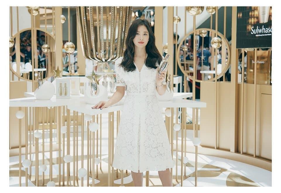Nụ cười rạng rỡ hiếm hoi của Song Hye Kyo sau khi bị Song Joong Ki đánh úp việc ly hôn-9