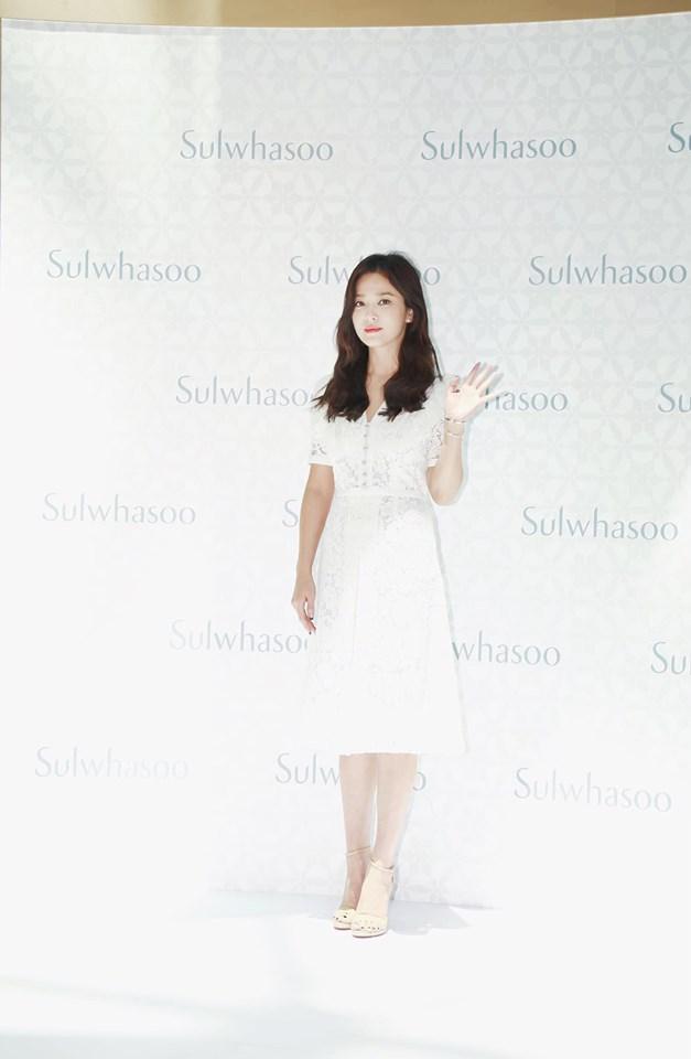 Nụ cười rạng rỡ hiếm hoi của Song Hye Kyo sau khi bị Song Joong Ki đánh úp việc ly hôn-12
