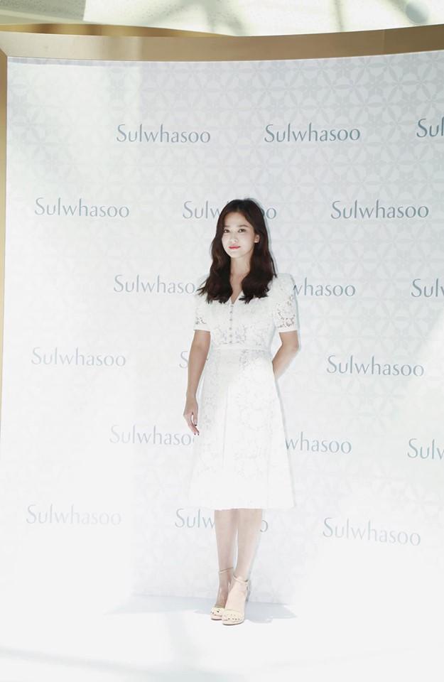 Nụ cười rạng rỡ hiếm hoi của Song Hye Kyo sau khi bị Song Joong Ki đánh úp việc ly hôn-13