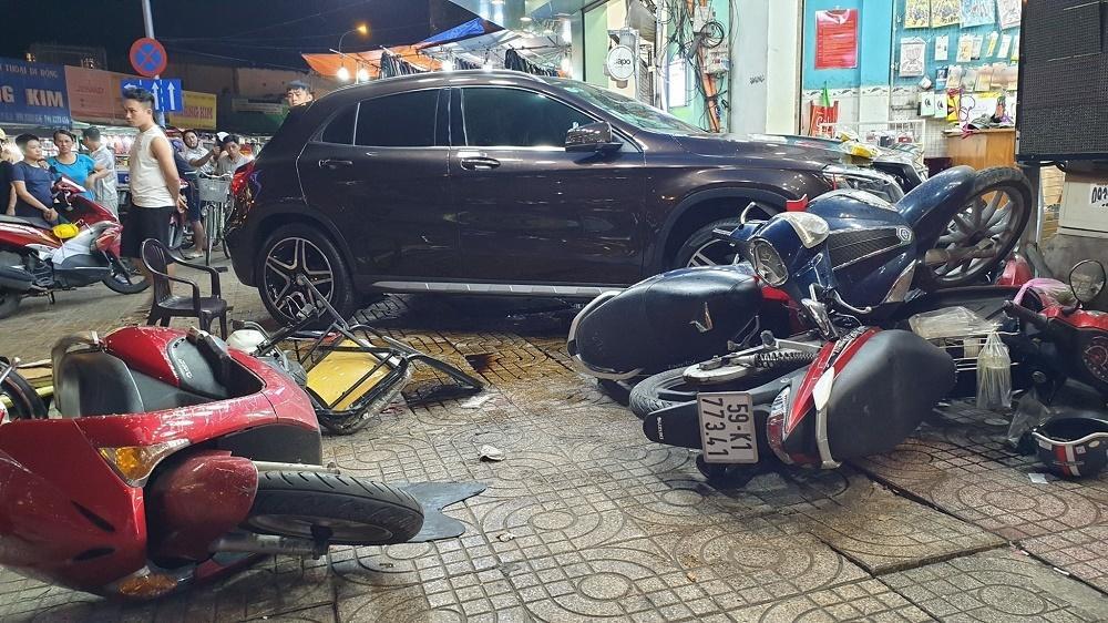 Xác định nữ tài xế Mercedes tông la liệt người và xe trên phố Sài Gòn-1