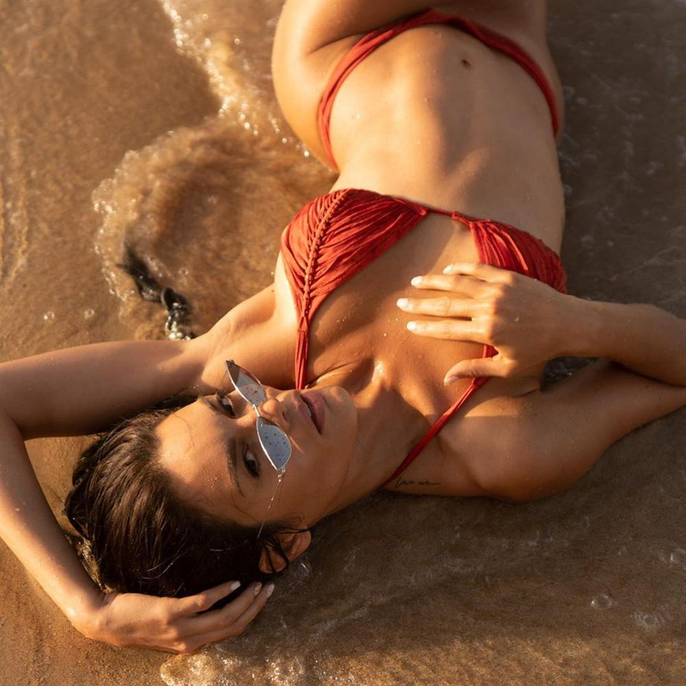 Bản tin Hoa hậu Hoàn vũ 8/7: HHen Niê diện yếm đào cách tân giật spotlight của dàn mỹ nhân khoe thân nóng bỏng-3