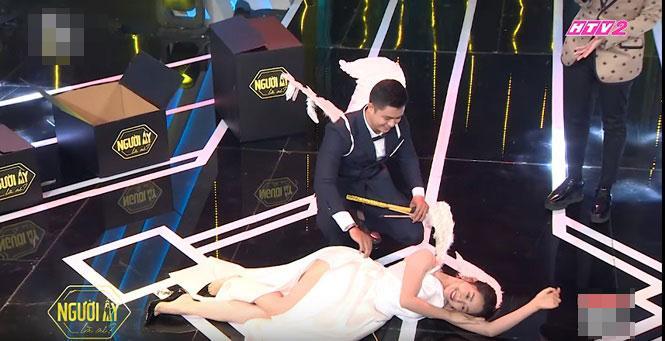 Váy áo bị chê hở hang, vô duyên của khách mời, diễn viên trên sóng truyền hình-1