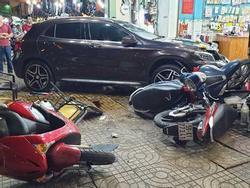 Nữ tài xế lái Mercedes đâm hàng loạt người ở Sài Gòn: Xe mượn của bạn, đạp nhầm chân ga