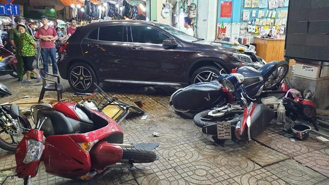 Nữ tài xế lái Mercedes đâm hàng loạt người ở Sài Gòn: Xe mượn của bạn, đạp nhầm chân ga-2