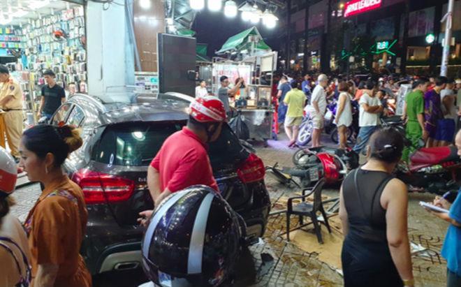 Nữ tài xế lái Mercedes đâm hàng loạt người ở Sài Gòn: Xe mượn của bạn, đạp nhầm chân ga-1