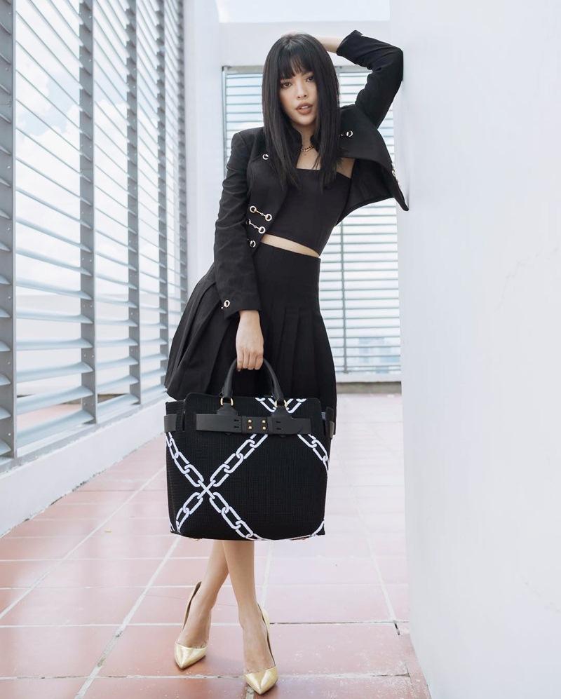 Con gái cứ mặc đồ đen là auto chất: Cứ nhìn Chi Pu, Tú Hảo, Phí Phương Anh tuần qua thì biết!-7