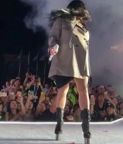 Hết hồn màn quẩy cực sung trên đôi giầy 25cm cao như cà kheo của nữ diva Trung Quốc-4