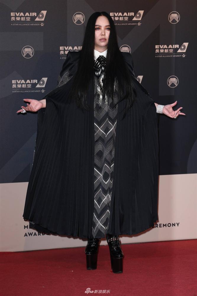 Hết hồn màn quẩy cực sung trên đôi giầy 25cm cao như cà kheo của nữ diva Trung Quốc-6