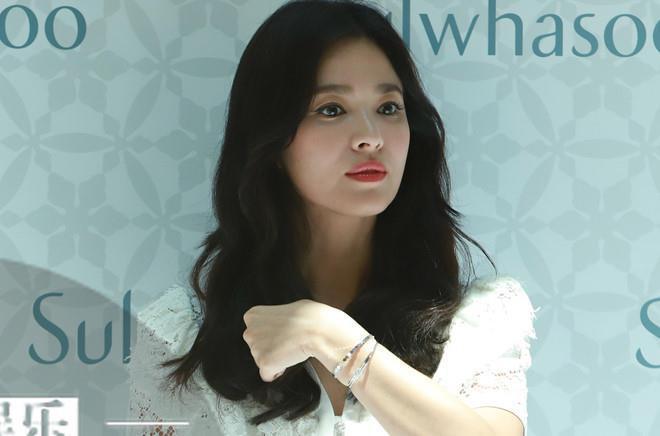 Song Joong Ki gầy gò trong tiệc liên hoan phim mới-2