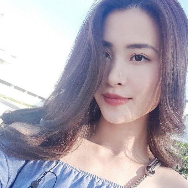Đăng hình đính hôn tình tứ, Đông Nhi khiến cộng đồng mạng chú ý bởi chi tiết lạ-9