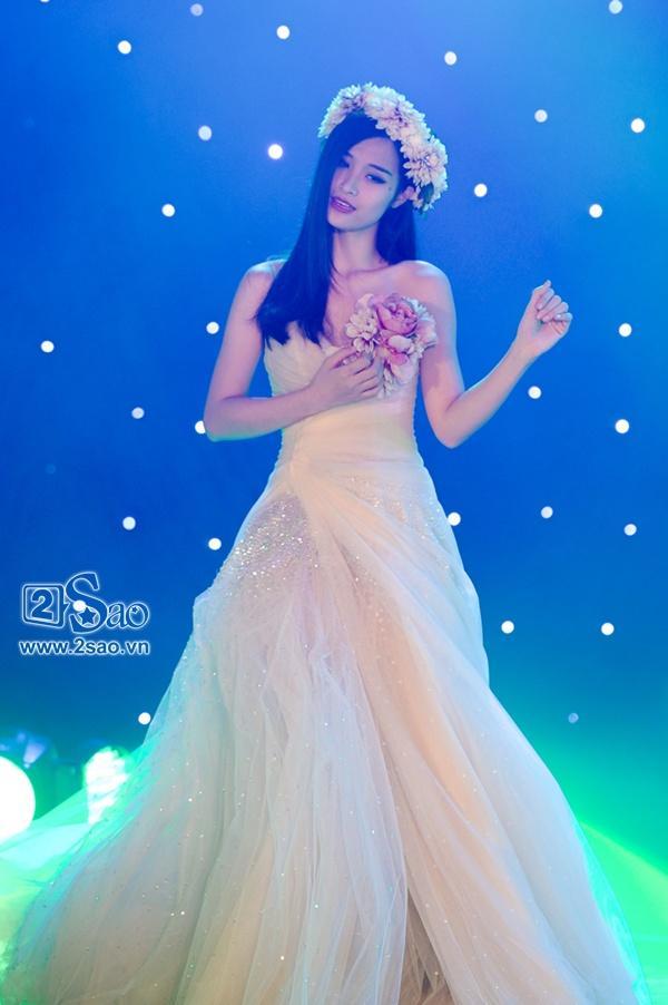 Nhiều lần ăn mặc thảm họa, hình ảnh Đông Nhi mặc váy cưới sẽ như thế nào đây?-6