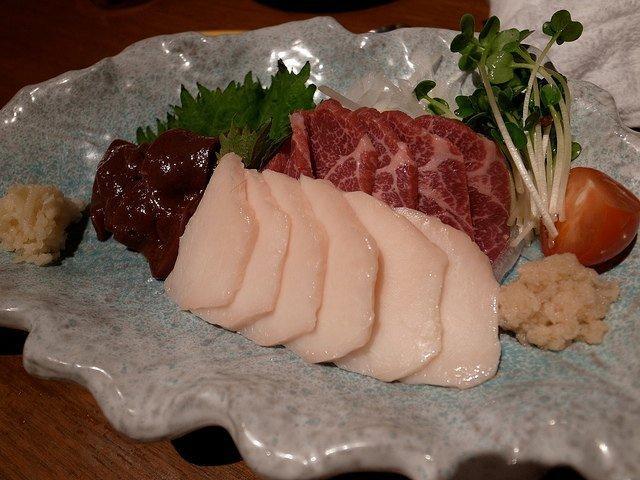 Những món ăn đáng sợ ở châu Á khiến du khách hoảng hồn-1