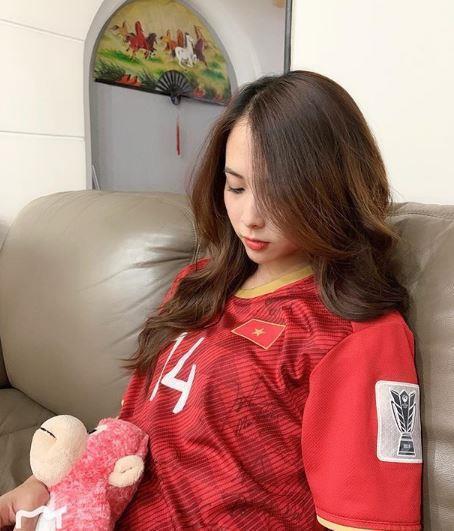 Bạn gái Đình Trọng, Văn Toàn và những nàng WAGs Việt sống kín tiếng-7