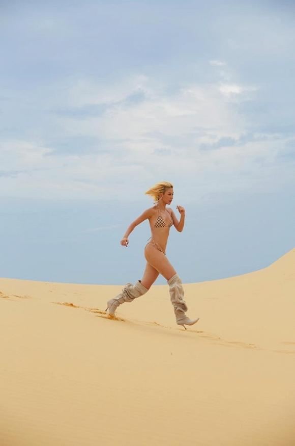 Mặc bikini nhỏ xíu cưỡi lạc đà, Ngọc Trinh khoe body 30 vẫn còn xuân trên đất Dubai sang chảnh-5