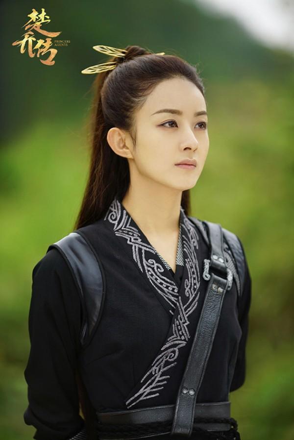 Triệu Lệ Dĩnh - Lưu Diệc Phi: Cùng sinh năm 1987, người là nữ hoàng rating, kẻ mang danh độc dược phòng vé-3