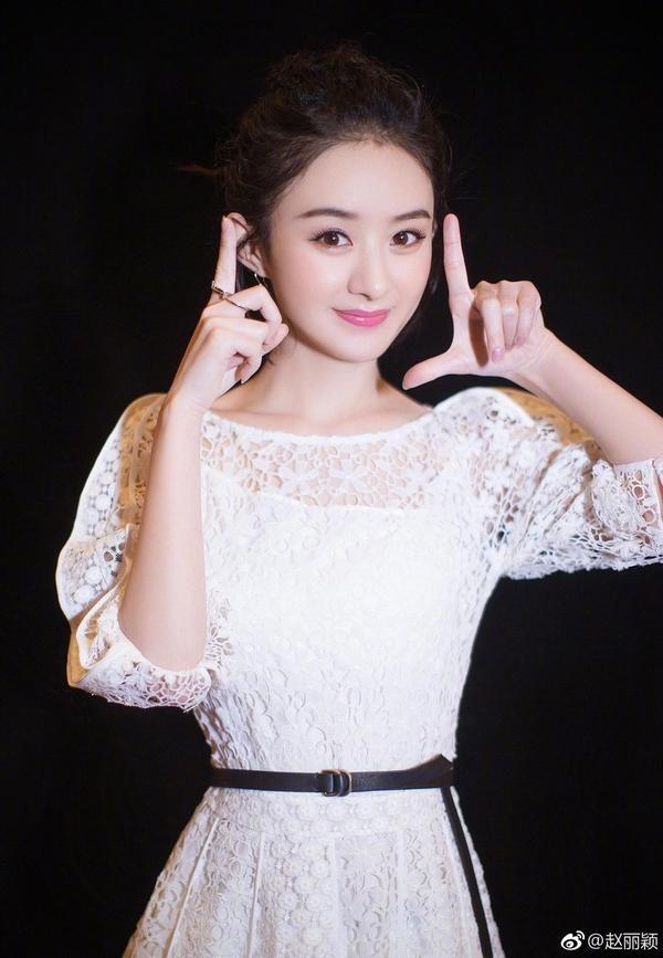 Triệu Lệ Dĩnh - Lưu Diệc Phi: Cùng sinh năm 1987, người là nữ hoàng rating, kẻ mang danh độc dược phòng vé-5