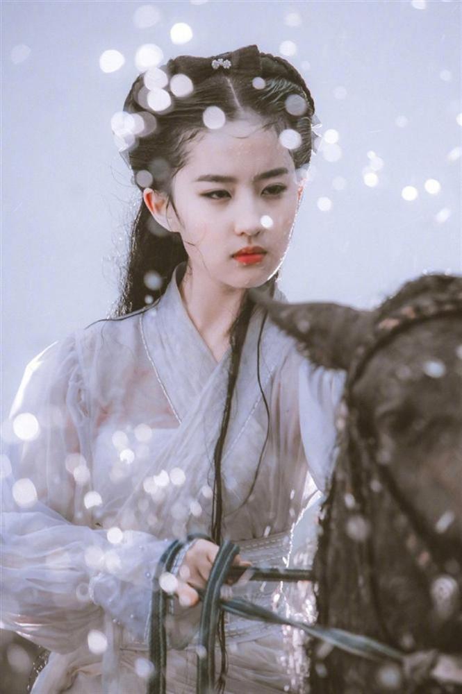 Triệu Lệ Dĩnh - Lưu Diệc Phi: Cùng sinh năm 1987, người là nữ hoàng rating, kẻ mang danh độc dược phòng vé-6