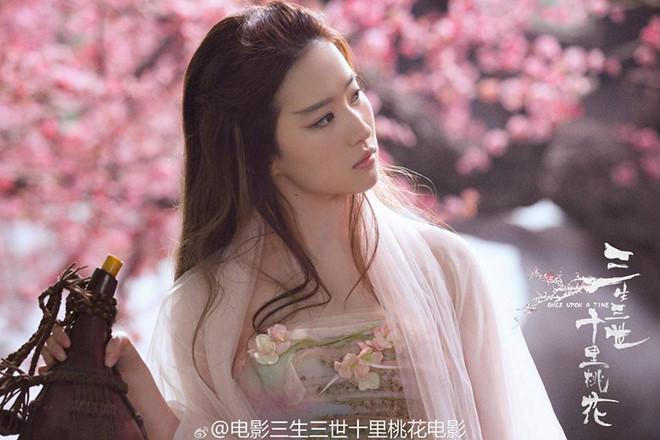Triệu Lệ Dĩnh - Lưu Diệc Phi: Cùng sinh năm 1987, người là nữ hoàng rating, kẻ mang danh độc dược phòng vé-9