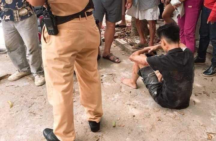 Người dân sợ hãi kể lại giây phút CSGT bị thiếu niên chạy xe máy hất tung: Chiến sĩ ấy nằm bất động giữa đường, máu chảy rất nhiều-3
