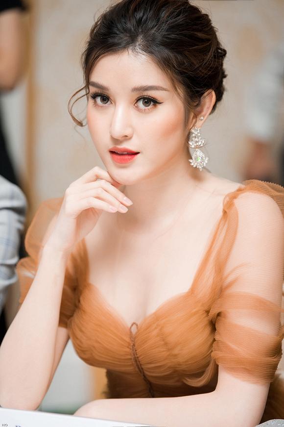 Hoa hậu hài Thu Trang mặt sưng phù loang lổ - Hari Won mất điểm với mái tóc như điện giật-5