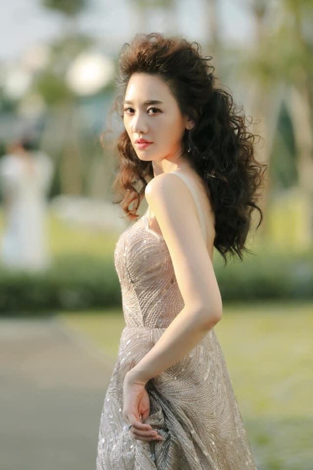 Hoa hậu hài Thu Trang mặt sưng phù loang lổ - Hari Won mất điểm với mái tóc như điện giật-1