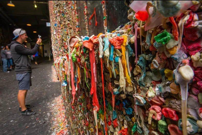 Những sự thật kỳ lạ về bức tường kẹo cao su có 1-0-2-2