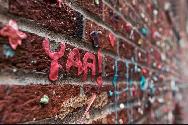 Những sự thật kỳ lạ về bức tường kẹo cao su có 1-0-2-6