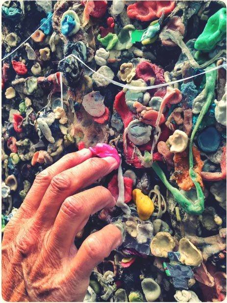 Những sự thật kỳ lạ về bức tường kẹo cao su có 1-0-2-7