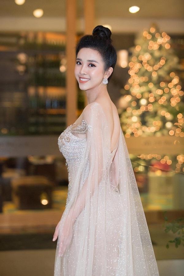 Bộ ba Hoa hậu Việt Nam 2018 sau 1 năm giờ ra sao?-20