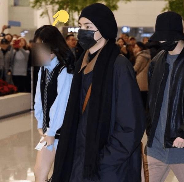 Cộng đồng ARMY rùng mình sợ hãi khi nghe tin fan cuồng không quần ở ngay sát phòng khách sạn cùng BTS-2