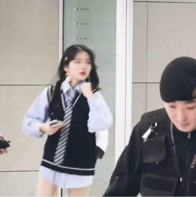Cộng đồng ARMY rùng mình sợ hãi khi nghe tin fan cuồng không quần ở ngay sát phòng khách sạn cùng BTS-1
