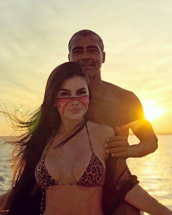 Cặp kè với nữ sinh kém 31 tuổi, quỷ lùn Brazil khoe chiến tích chuyện ấy gây sốc-1