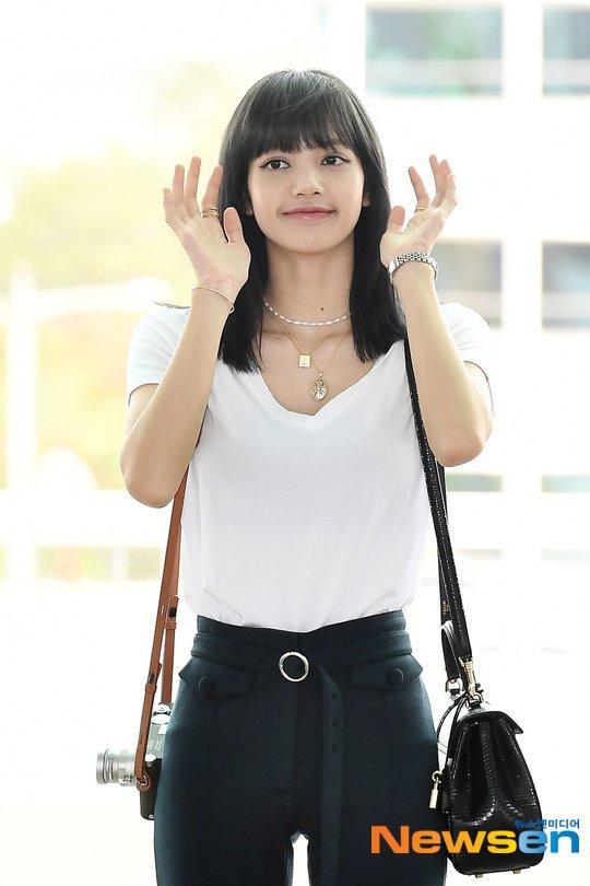 Góc lạ lẫm: Lisa (Black Pink) nhuộm tóc màu đen, lên đường quay về quê nhà Thái Lan-6