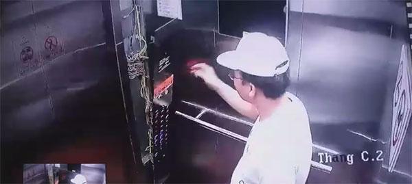 Clip: Người đàn ông ngoại quốc đạp tung thang máy rồi thản nhiên bỏ đi như không có chuyện gì xảy ra-3