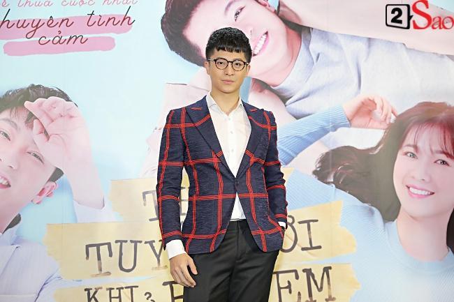 Đi ra mắt phim mới của Harry Lu, Midu lại mải mê chụp ảnh cùng Quốc Trường Về Nhà Đi Con-1