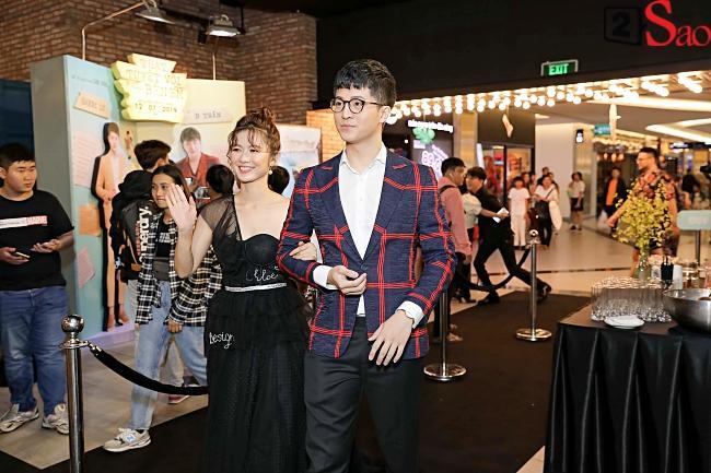 Đi ra mắt phim mới của Harry Lu, Midu lại mải mê chụp ảnh cùng Quốc Trường Về Nhà Đi Con-6