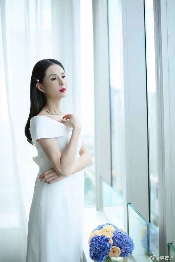 Tiểu Long Nữ Lý Nhược Đồng đẹp như nữ thần ở tuổi 45-1